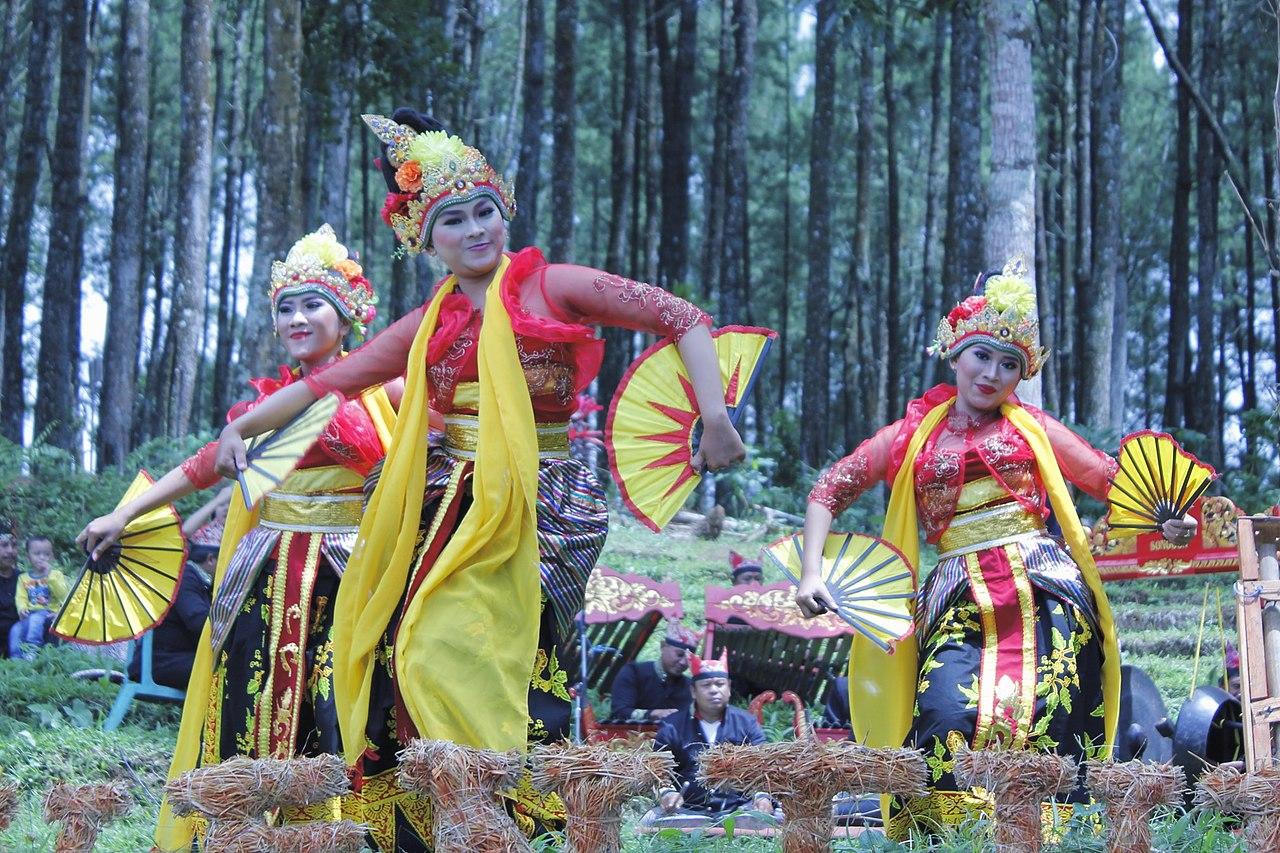 The dancers of Banyuwangi
