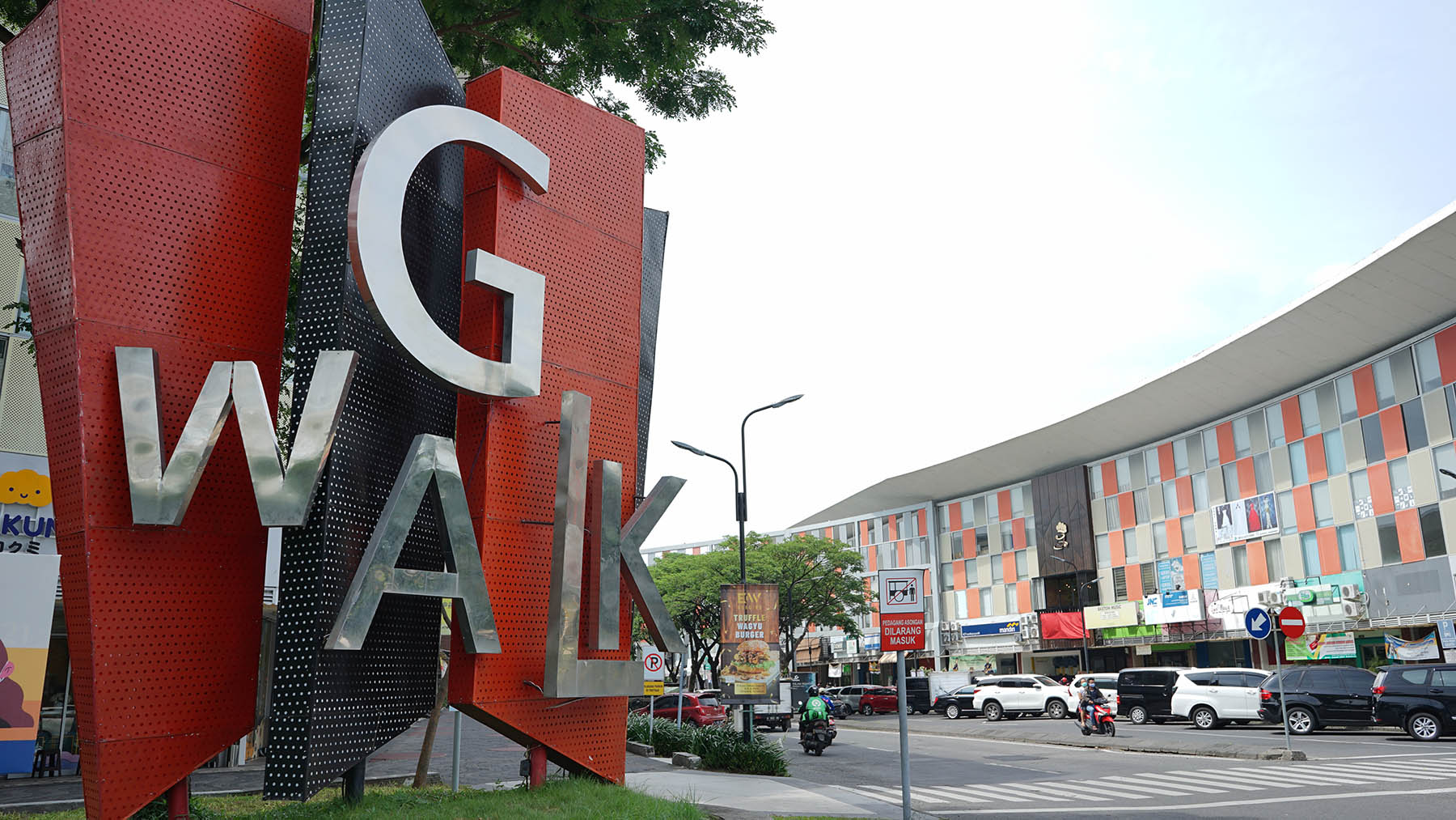 Iconic modern culinary space - Gwalk, you can find a variety of foods from different part of Indonesia at reasonable prices here